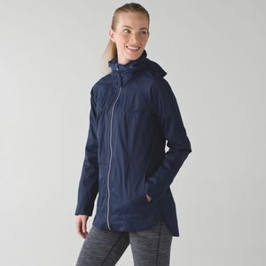 Lululemon Fo Drizzle deep Navy hooded jacket